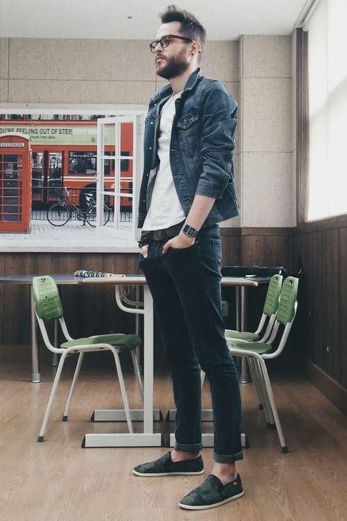 2014-12-24 のファッションスナップ。着用アイテム・キーワードは Tシャツ, スリッポン, デニム, メガネ, 黒パンツ, Gジャン・デニムジャケット,etc. 理想の着こなし・コーディネートがきっとここに。