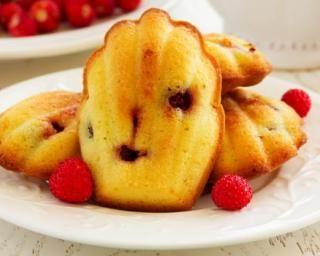 Madeleines sans sucre aux framboises : http://www.fourchette-et-bikini.fr/recettes/recettes-minceur/madeleines-sans-sucre-aux-framboises.html