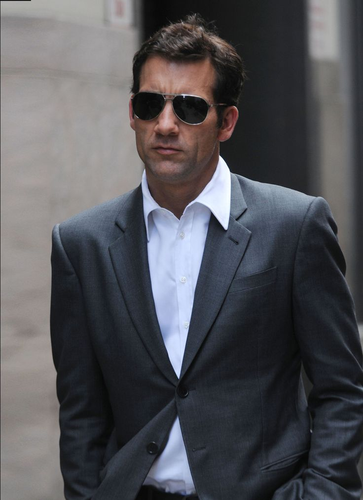 Clive Owen - oh yes, please! I adore this whole outfit, complete with the air of sans-soucis self-confidence.