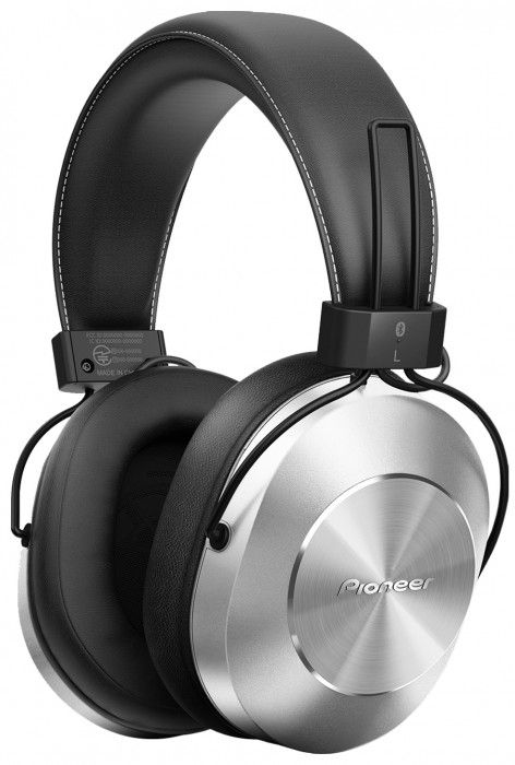The Pioneer SE-MS7T Bluetooth Headphones allow for control of your phone calls and music with a built-in inline mic, as well as wireless Bluetooth connection, all while offering maximum comfort thanks to the ergonomic design. Black.