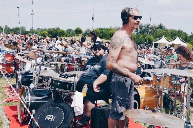 Rockin'1000 - Fotografie di Chiara Arrigoni delle grancasse dei batteristi del Rockin' 1000 a Cesena, luglio 2015. Scopri le batterie... #drum #drumset #rockin1000 #cesena