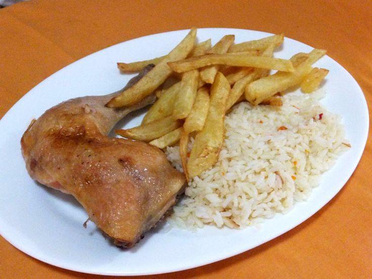 Pollo asado! (Este y muchos platos fondos más puedes comer en nuestro café Triana en Providencia en Santiago de Chile!!)