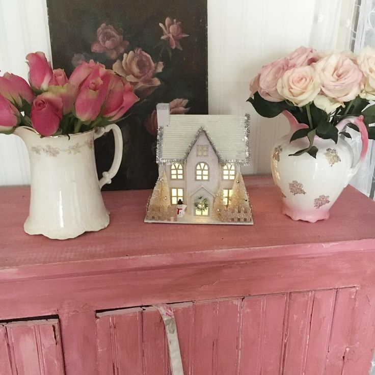 One week old and fresh roses 💗. My newest lighted house I found today.  Can't wait to decorate for 🎄🎅🏻
