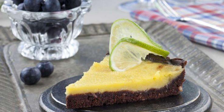 Frisk sjokolade- og sitronpai passer både som dessert og til kaffekosen. Litt pisket krem kan være et godt følge til denne paien.