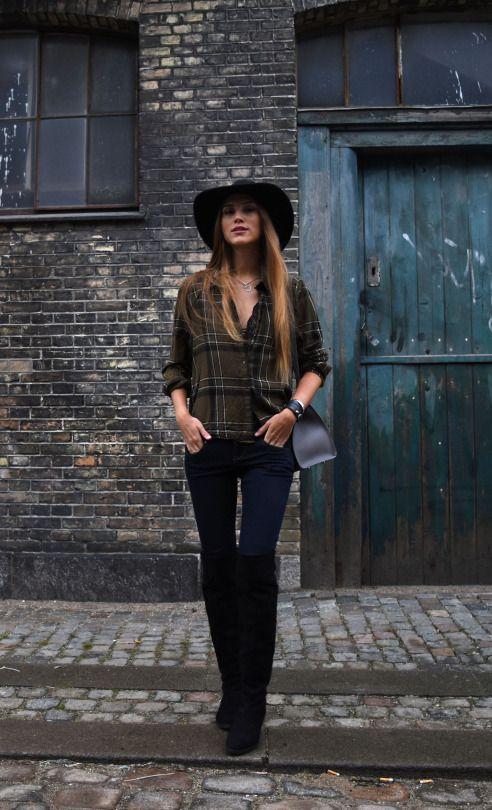 Para meia estação, o estilo country combinando bota over the knee + camisa + chapéu aba larga