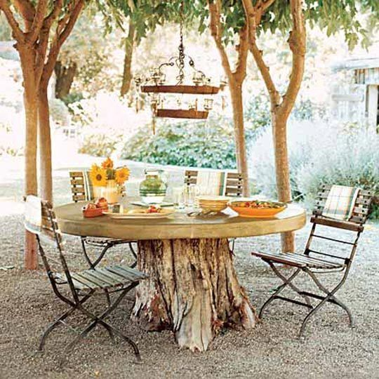 a gorgeous patio table: Ideas, Trees Trunks, Tree Stumps, Tables Based, Gardens, Outdoor Tables, Stumps Tables, Trees Stumps, Dining Tables