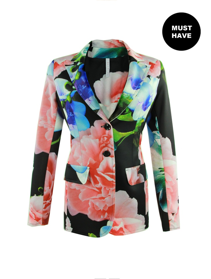 Literally fall in love with the floral print blazer that bright every plainer outfit