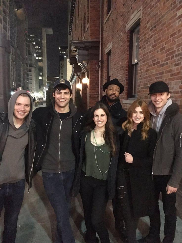 Dominic Sherwood, Matthew Daddario, Katherine McNamara, Isaiah Mustafa, & Will Tudor with a fan