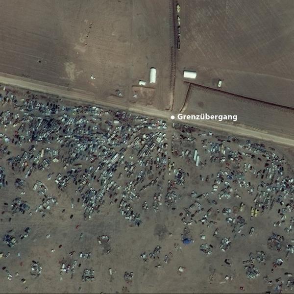 Achtergelaten auto's bij grensovergang #Syrië en #Turkije door vluchtelingen uit #Kobani via @fgeerdink @FarukArhan
