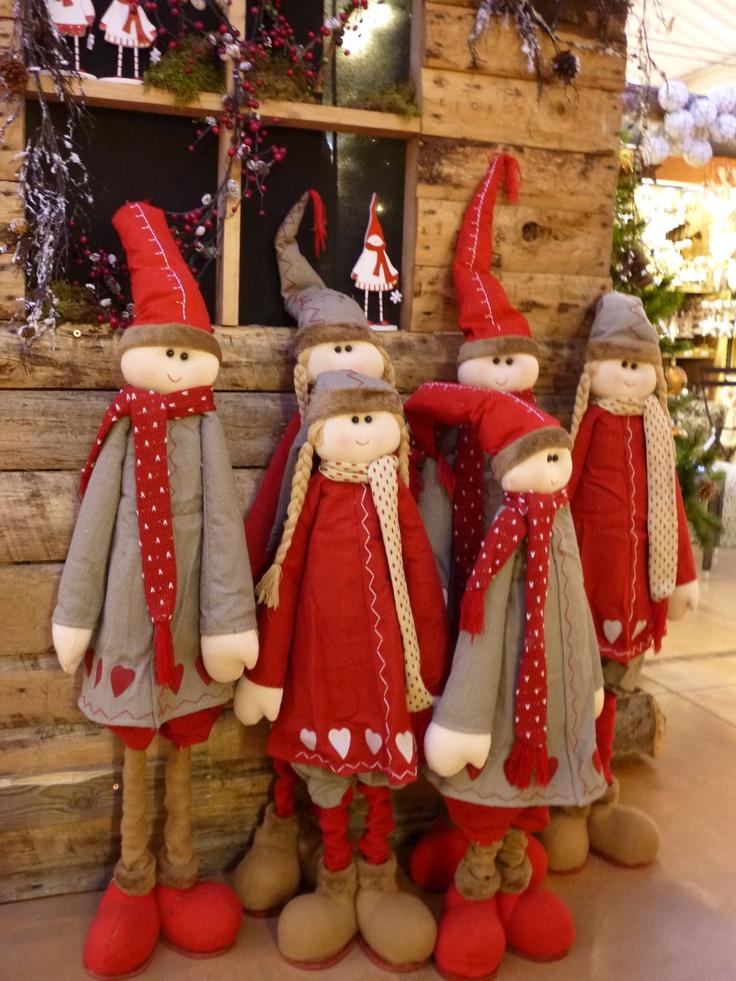 Découvrez parmi les différents thèmes du Village des produits et des idées qui vous permettront de créer une ambiance unique de Noël.