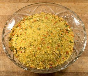 Învaţă să prepari în casă celebrul condiment şi bază pentru mâncăruri din legume sănătoase. Vezi cum se face vegeta în casă.