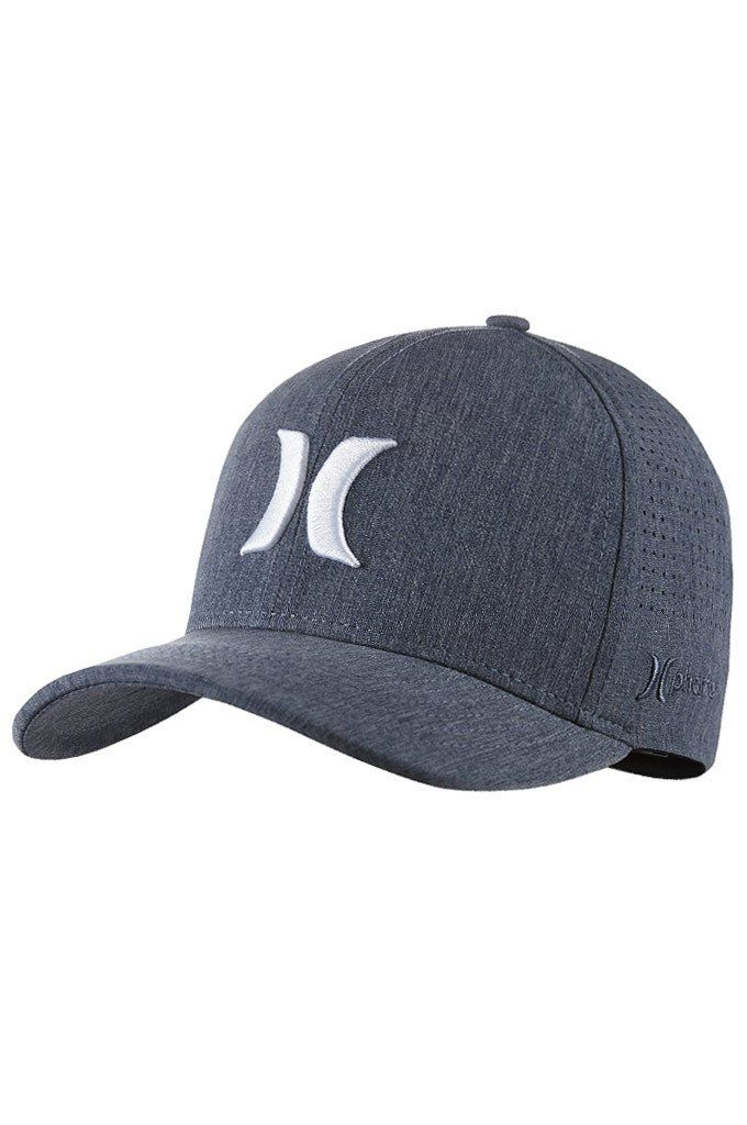 The Hurley Phantom Vapor 3.0 Men's Fitted Hat features a comfortable Flexfit design and lightweight, recycled fabric to help keep you cool, dry and comfortable in the sun.
