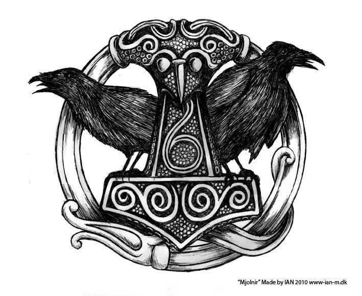"""""""Mjölnir"""", le Marteau de Thor, avec Hugin & Munin, les deux corbeaux d'Odin - Mythologie scandinave."""