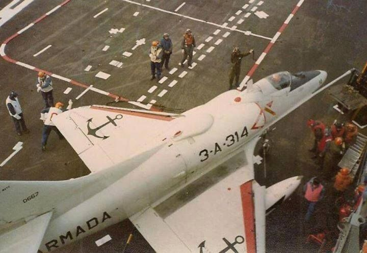 "A-4Q Skyhawk in the ""25th of may"" before the Falklands war, this aircraft was shot down 21/05/82 by a Sea Harrier."
