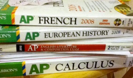 AP Ozel Derslerimiz ve A Level Bilgilendirme Advanced Placement, İngiltere'deki üniversitelere başvururken a-level sınavları yerine geçer. Üniversiteden üniversiteye değişmekle beraber, genellikle AP'den 5 almak aynı dersin a-level'ından Aalmak yerine geçer. Bu 4-b, 3-c, 2-d, 1-e şeklinde devam eder. Bununla beraber, özellikle seçici üniversiteler her dersin AP'sini kabul etmemektedir. World history, Calculus bc gibi önemlidersler ile Psychology, Music theory gibi nispeten k...