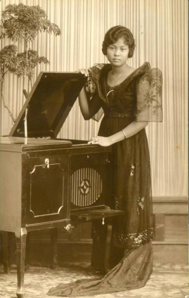 A Filipina posing with a Phonograph, c1920s.  - simoun (image: Pinoy Kollektor)