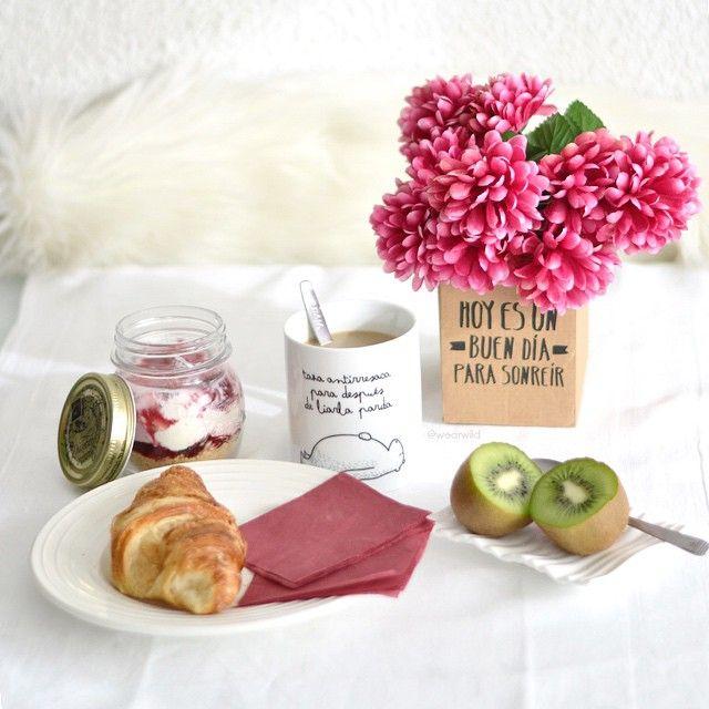 mr wonderful, croissant, breakfast, fruit, kiwi, coffee