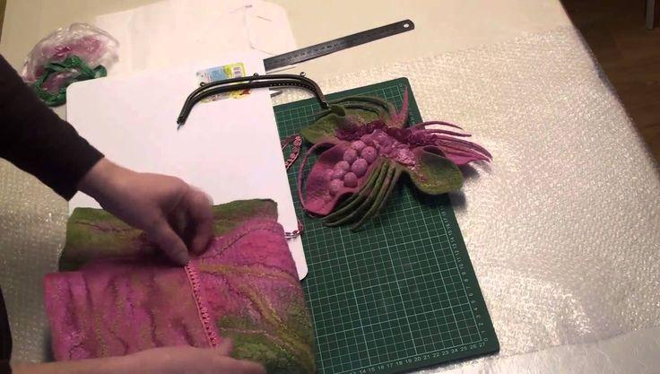 Небольшая зарисовка о том, как я собираю валяные сумки. Не забудьте заглянуть на мой сайт http://profelting.ru/ Чтобы следить за выходом новых статей, подпиш...