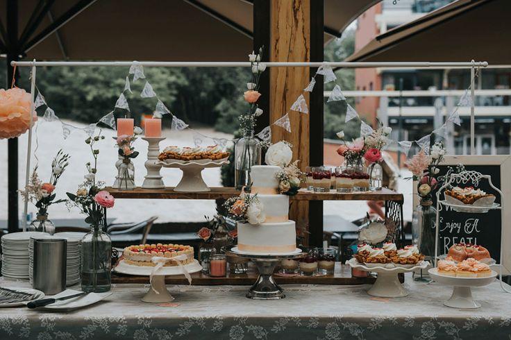 Wij zijn dol op een tafel vol taart. Jummm! Foto: Wianda Bongen Photography