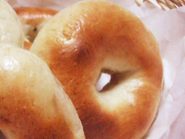 超簡単♪30分でもちもちベーグル パン作り苦手でも大丈夫!捏ね10分発酵5分の超簡単ベーグルです。 さくっと作れますよ♪ ※簡単成型方法とQ&Aを追記♪