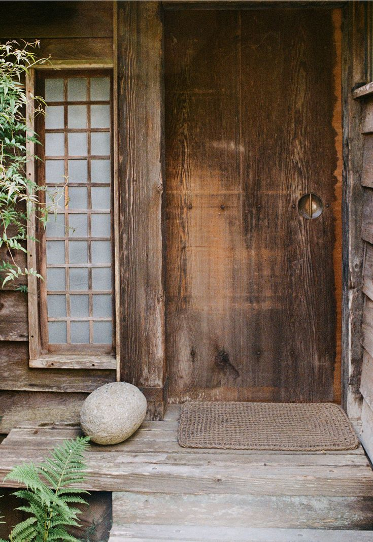 extérieur : perron, porte, architecture japonaise, bois, zen, wabi-sabi