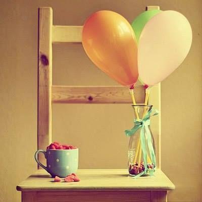 """""""Когда вы принимаете жизнь полностью, только тогда вы и можете праздновать, в ином случае — нет. Празднование означает: что бы ни случилось (неважно что), я буду праздновать. Ведь празднование не обусловлено: «Когда я счастлив, тогда я буду праздновать». """" (Ошо)"""