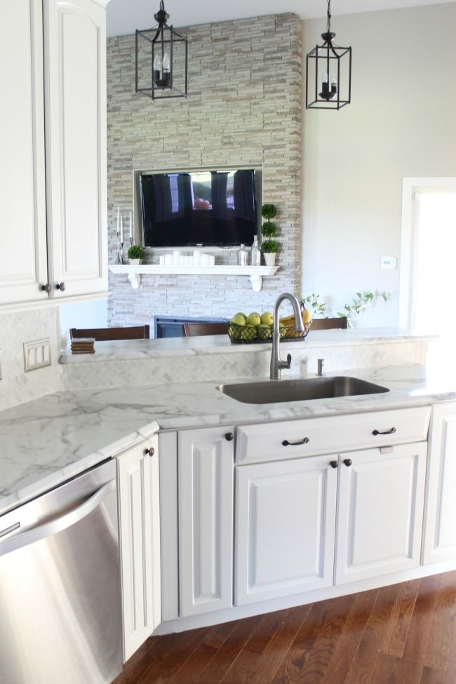 Final Kitchen Makeover Reveal - Love and Bellinis using Formica® 180fx® Calacatta Marble. Wow, we love the clean white look!