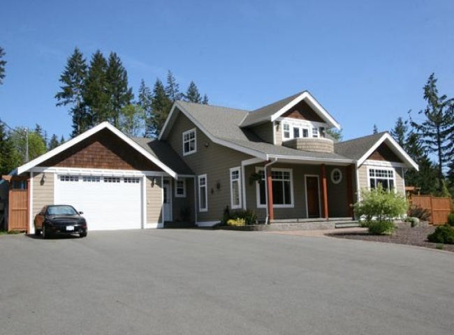 $675,000 (CAD) 3700 Sq. FT, plus 2.3 Acres Port Alberni