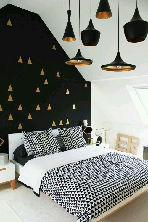 Monochrome pillow cases an duvet. Who wouldn't want to wake up with these?