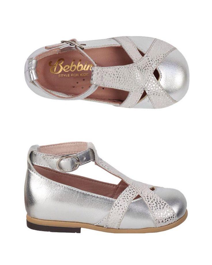 Bebbini Gümüş Rugan Bilekten Tokalı Kız Çocuk Ayakkabısı 159.90  TL 20-21-22-23numaralar  Bebbini modelleri yüksek kalite hakiki dana/keçi derisi kullanılarak %100 el işçiliği ile üretilmektedir.  Modellerimiz bebek/çocuk ayak anatomisine uygun olarak hazırlanmaktadır.  Ayakkabılarımızın topuk bölümünde kullanılan yumuşak topuk pedi çocukların yumuşak bir zemine basarak ayaklarının rahat etmesini sağlamaktadır.  Ürünlerimizde domuz derisi ya da suni malzeme kesinlikle kullanılmamaktadır…