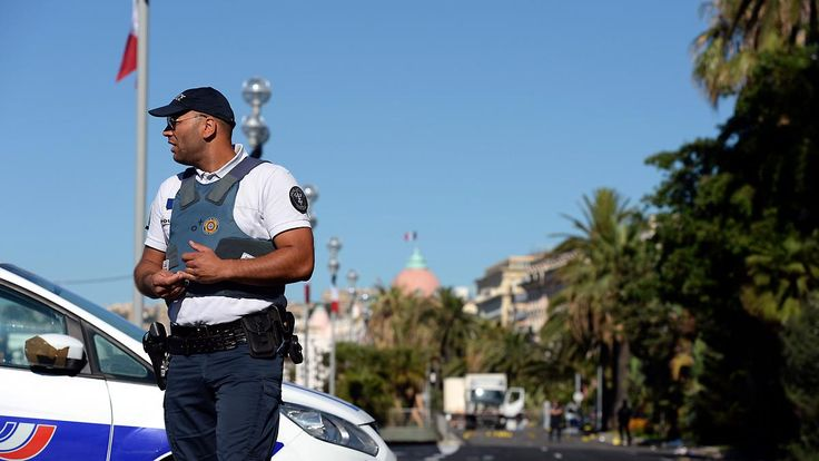 Terror im Urlaubsort Nizza: Reisende können Flüge und Pauschalreisen umbuchen