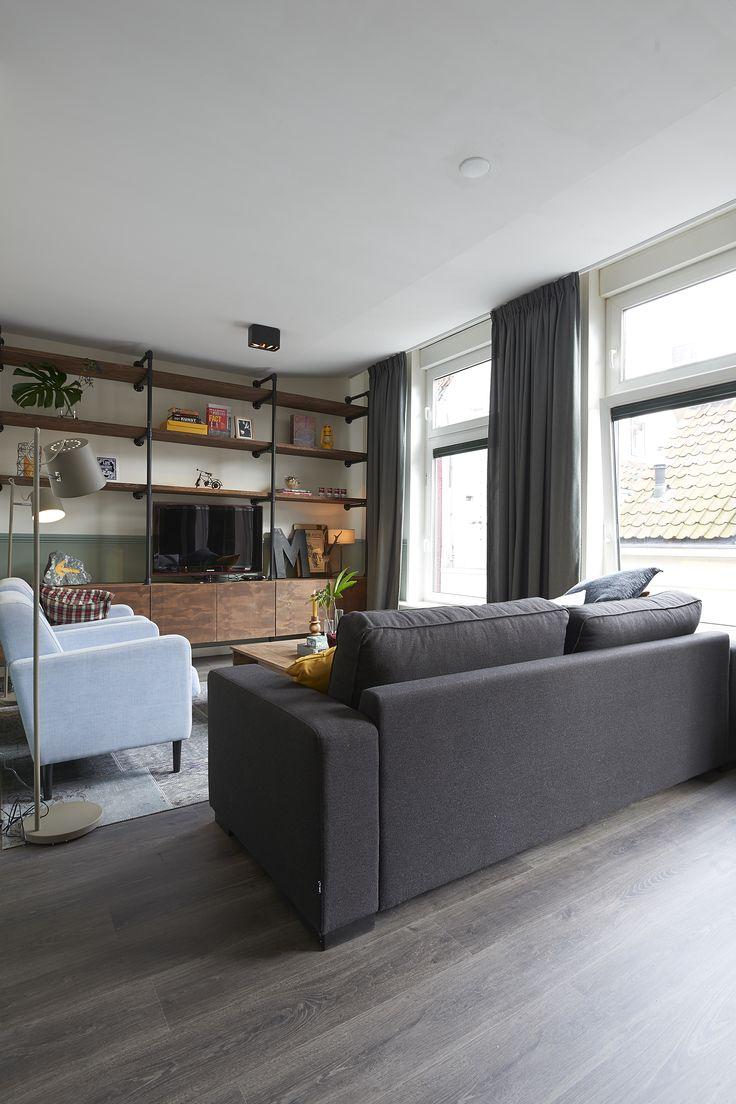 RTL woonmagazine - Najaar 2015 - aflevering 4: bank Ten, fauteuil Hipp, vloerlamp Simple, vloerkleed Vintage, salontafel Spencer – Goossens wonen & slapen