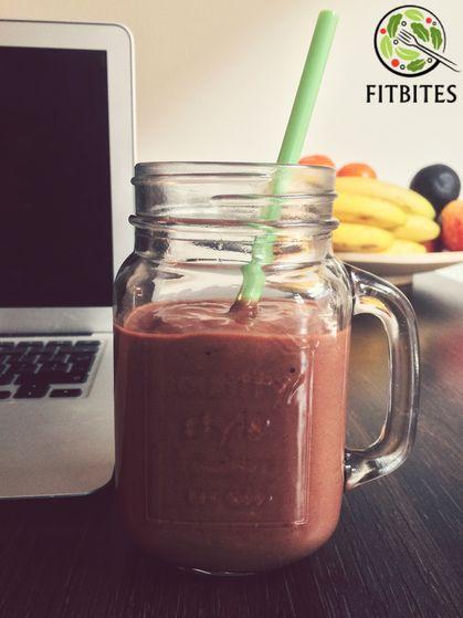Get your antioxidant fix with avocado and raw cacao! Ingredients: 2 tbsp Raw cacao Powder, 1/2 Avocado, 1 medium banana, 8 almonds roasted non salty, 200 ml non-fat milk, 2 tbsp water optional: 1 scoop whey protein Blend all ingredients until smooth. Enjoy! #healthy #vegetarian #eatforabs #healthyfoodideas #healthylifestyle #foodisfuel #cleaneats #absaremadeinthekitchen #healthyinspiration #strongnotskinny #eathealthy #fitness #motivation #weightloss #fitnessgirls #gezondeten #lekkereten