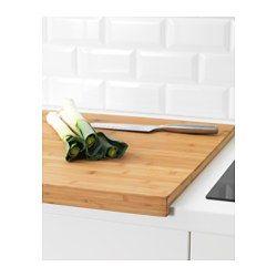 IKEA - LÄMPLIG, Snijplank, De snijplank vangt vlees- en vruchtensappen op in de uitgefreesde groef zodat die niet op het aanrecht lopen.Gemaakt van bamboe: een onderhoudsvriendelijk, slijtvast natuurmateriaal dat ook zacht is voor je messen.Het gewicht geeft een stabiele ondergrond om op te snijden.