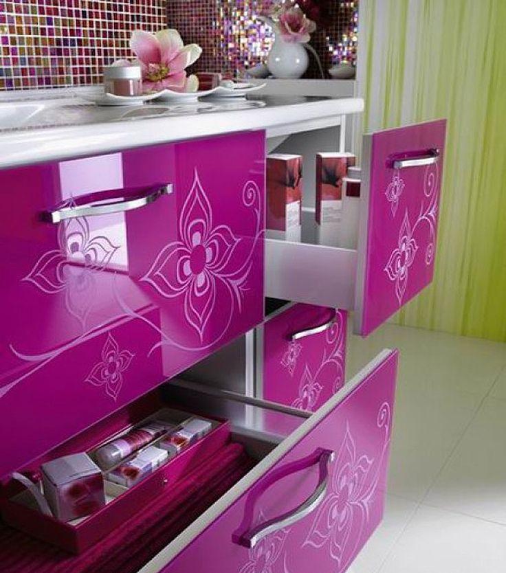 Farebný GLAMOUR nábytok... Viac na: Kupelnovy-manual.sk