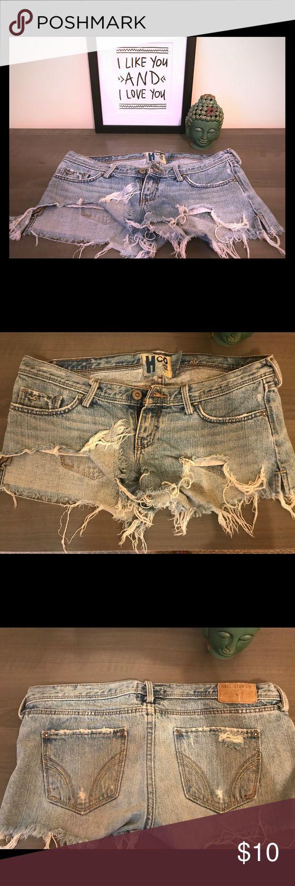 HOLLISTER daisy duke shorts HOLLISTER Jean shorts, short, lower waist, ripped look. Size 0 Hollister Shorts Jean Shorts