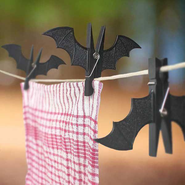 Pipistrelli con mollette di legno