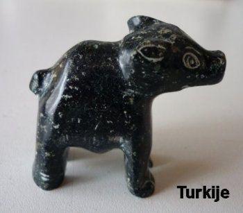 Dit varken is te koop voor 9,98 euro  -  uit Fräncis' VarkensCollectie - http://fmlkunst.home.xs4all.nl/edelsteen/edelsteen.htm