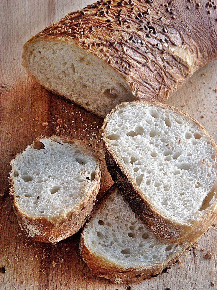 Szenvedélyem a házi kenyérsütés. Ezen az oldalon erről a témáról rendezem bejegyzéseimet.   A kiemelt képaláírásokra kattintva lehet eljutni...