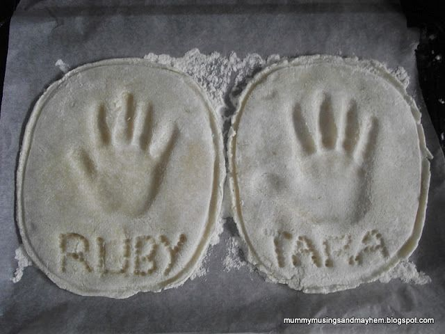 Making Handprint Plaques for Father's Day!: Celebrity Father, Salts Dough Ornaments, Mummy Muse, Salt Dough Ornaments, Father Day, Families Salts, Father'S Day, Fathers Day, Saltdough Handprint