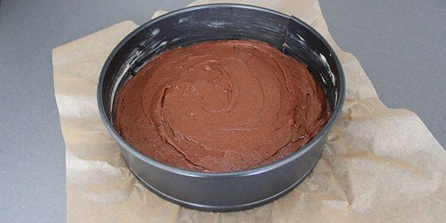 Sød og cremet karamel møder lækker og intens chokoladekage. Begge dele laves helt fra bunden og bliver forenet i en fantastisk smagskombination af en kage.