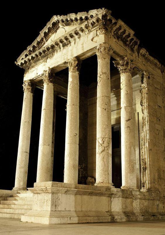 Pula, Augustus templom
