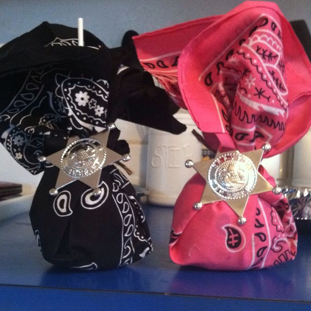 Kaylyns cowgirl birthday party favors!  Caramel apples and bandanas.
