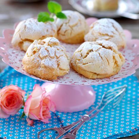 Lär dig baka den klassiska Mariabullen – en bakelse med frasig yta och gräddig vaniljfyllning omöjlig att stå emot!