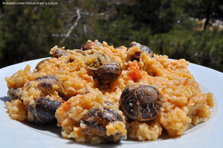 #Χοχλιοί με στάρι ( #χόντρο )...γαστρονομική ποίηση ! #Snails with #wheat | Authentic cretan cuisine !  || #Ierapetra #Ιεράπετρα #Κρήτη #Crete #CretanCuisine #CretanDiet #CretanGastronomy #ΚρητικήΚουζίνα #ΚρητικήΔιατροφή #Xoxlioi