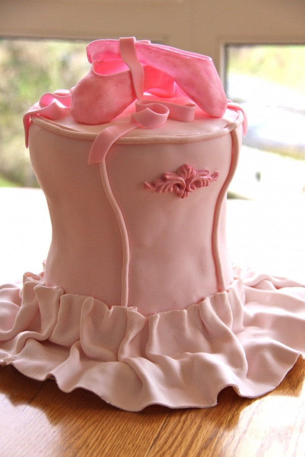 44 best cake baking and decorating images on pinterest for Ballerina cake decoration
