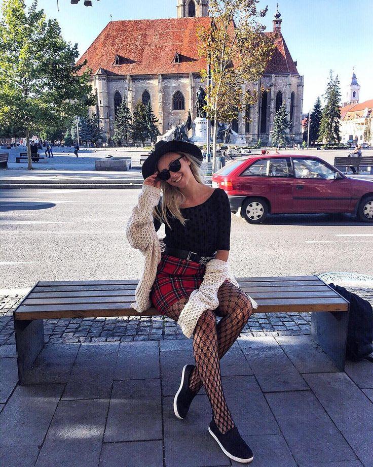 """293 aprecieri, 44 comentarii - ⠀⠀⠀⠀⠀⠀⠀⠀🌸SIMONA TINCA 🌸 (@simona_tinca) pe Instagram: """"Hey girls new blog post is here 😍 Back to school outfit !! Cu toate stim ca primele zile de scoala…"""""""