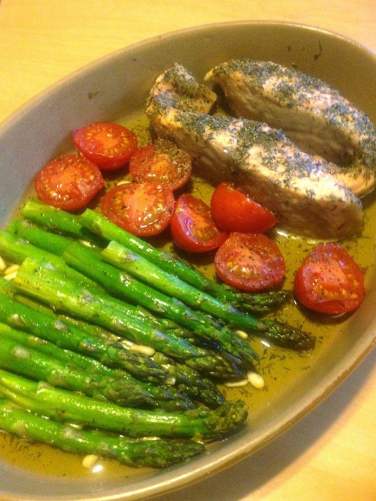 potjesgeluk: Zalm met tijm, groene asperges en tomaatjes in de oven