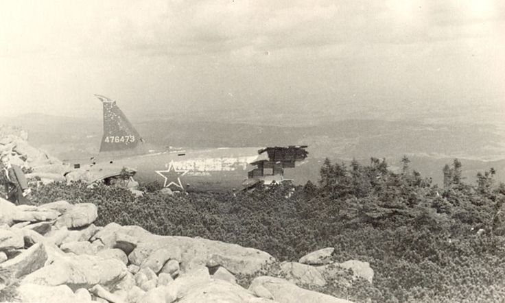 https://flic.kr/p/BbWZtu | Douglas C - 47 SKYTRAIN Ser.Nr.476473 | Accident 13.10.1945 Krkonoše, Dívčí kameny, Petrova bouda)  In its ruins, killing six Soviet pilots. They were:  Npor. Makarov Por. Šiškov Por. Vasilkov Ppor. Litagen St. serž. Popov Serž. Žitin   K nehodě sovětského transportního stroje C-47 Skytrain došlo pravděpodobně z důvodu špatného počasí. Posádka pri havárii zahynula a byla pochována u mohyly na  Čeřovce v Jičíně.  Na místě katastrofy se dnes již nalézají jen drobné…