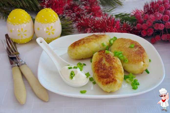 Картофельные котлеты с начинкой блюдо очень вкусное. Такие аппетитные котлеты, с хрустящей золотой корочкой, да еще и колбаской внутри, очень нравятся детям.